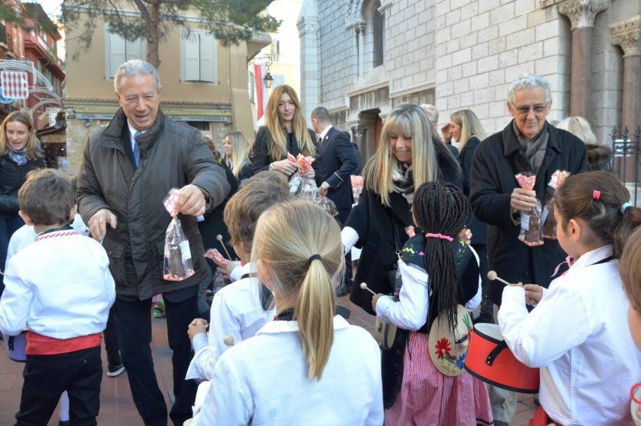 Les élus de Monaco ont remis aux écoliers des Saint-Nicolas en chocolat !(DR)