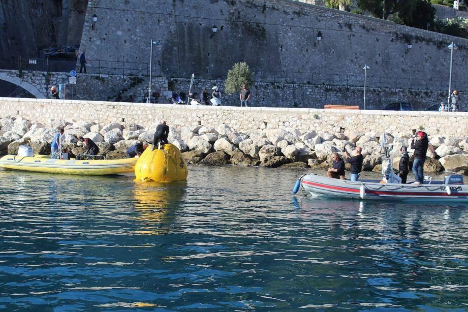Les enfants de l'École de la Mer de Saint-Jean-Cap-Ferrat ont assisté à toutes les opérations en mer.