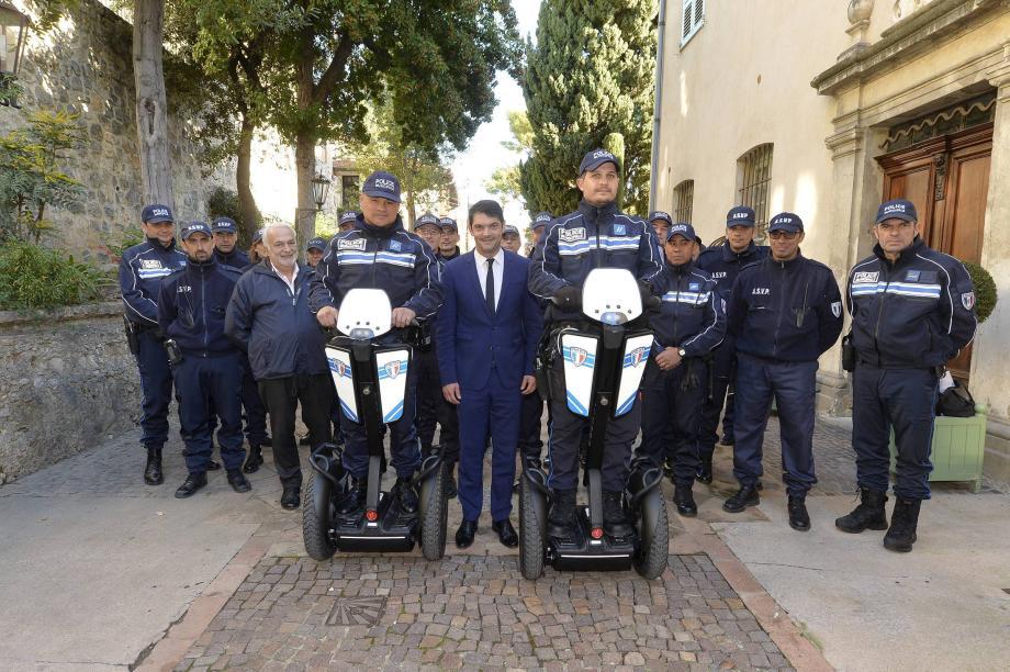 La police municipale a reçu de la part de Jérôme Viaud deux gyropodes. En test cet été, ils appartiennent désormais à la Ville.