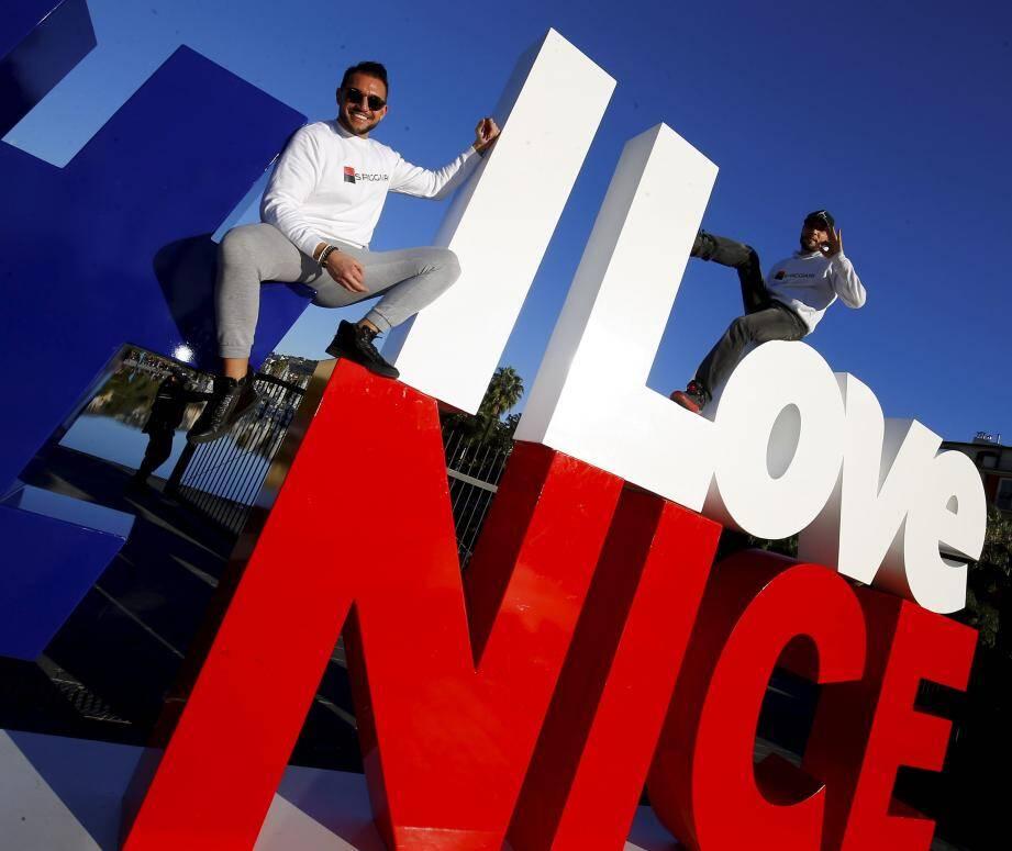 #ILoveNice : le message colle à la peau des artistes Franck Angello et Kaotik. Hier, sur la promenade du Paillon.