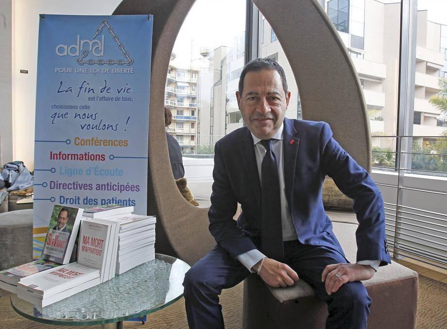 Jean-Luc Romero, hier à la rencontre des adhérents de son association.