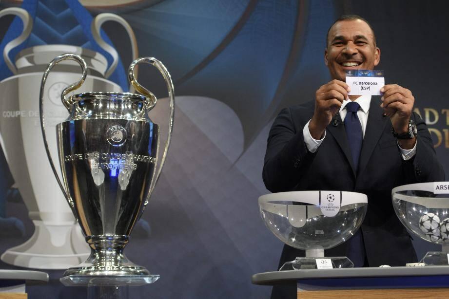 Ruud Gullit a le sourire : il vient d'offrir le Barça au PSG ! Pas sûr que les Parisiens rigolent...(EPA/MaxPPP)