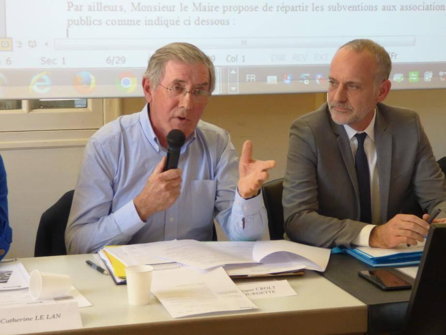 L'adjoint aux finances Croly-Labourdette (à gauche) tire la sonnette d'alarme, tout comme le conseiller d'opposition Jean-Claude Créquit (à droite), mais pas pour les mêmes raisons...