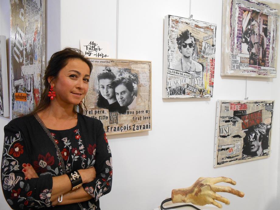 Natacha Zavani-Destoumieux prend la pose à côté du tableau la représentant avec son père, François Zavani.