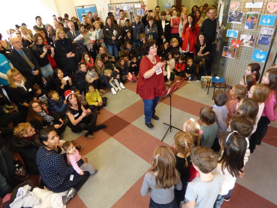 Franc succès le week-end dernier pour la chorale de l'école maternelle du Suve, en préambule àla signature de la charte.