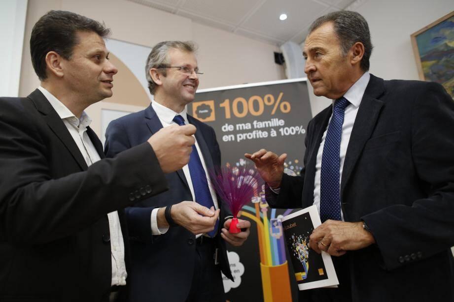 «Nous rattrapons notre retard et c'est une très bonne chose » s'est réjoui Lionnel Luca, en présence de Laurent Londeix et Franck Lavagna, représentant d'Orange qui opère l'installation de la fibre optique sur la commune.