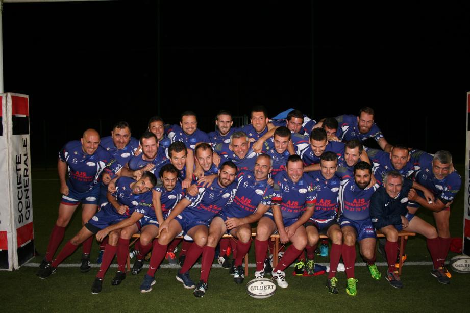 Pas simple de rester sérieux pour les Gagatchous du Rugby Olympique de Grasse, surtout pour une photo de famille.