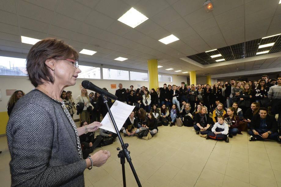 Le proviseur, Michèle Ottombre-Borsoni a gratifié ses anciens lycéens d'un discours empreint d'émotion, de fierté et d'humour.
