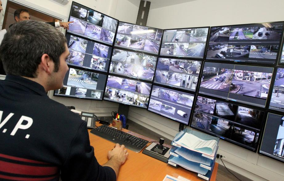 Le maillage du dispositif de vidéoprotection va être renforcé et étendu aux abords des groupes scolaires et, dans un premier temps, 90 commerçants vont se voir dotés de boîtiers d'alerte de nouvelle génération directement reliés à la police municipale.