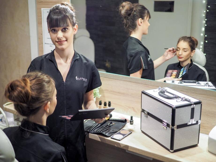Lisa Beaudoin, gagnante du concours national d'esthétique, et son modèle, Célia Panetta, à l'école Élégance Gontard (47, rue hôtel des postes).