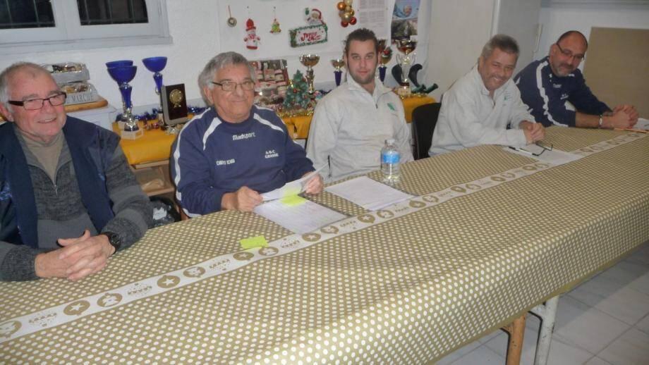 De g. À d. : À la table d'honneur, et face à l'assemblée, MM. Michel, P. Campiglia, G. et P. Giraud, J.-F. Contesso.