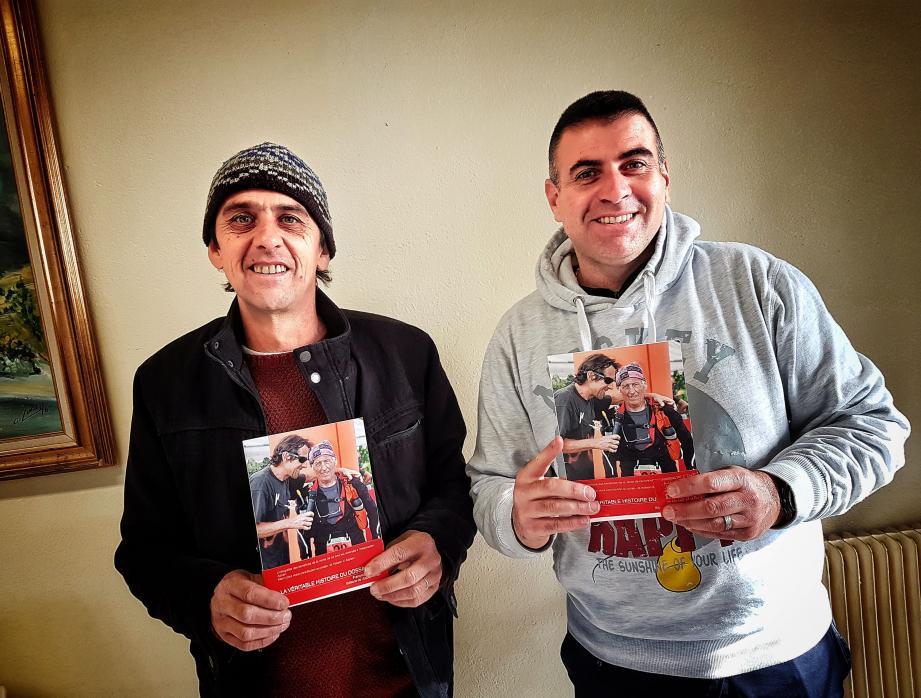 L'auteur François Bourgeau, à gauche, et René Molines président de l'association Adrien, lors du lancement du livre.(DR)