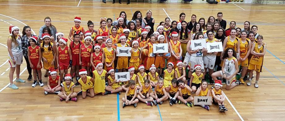Au gymnase Valgelata, les licenciées de RCM basket ont fait la fête (un peu en avance...). (DR)