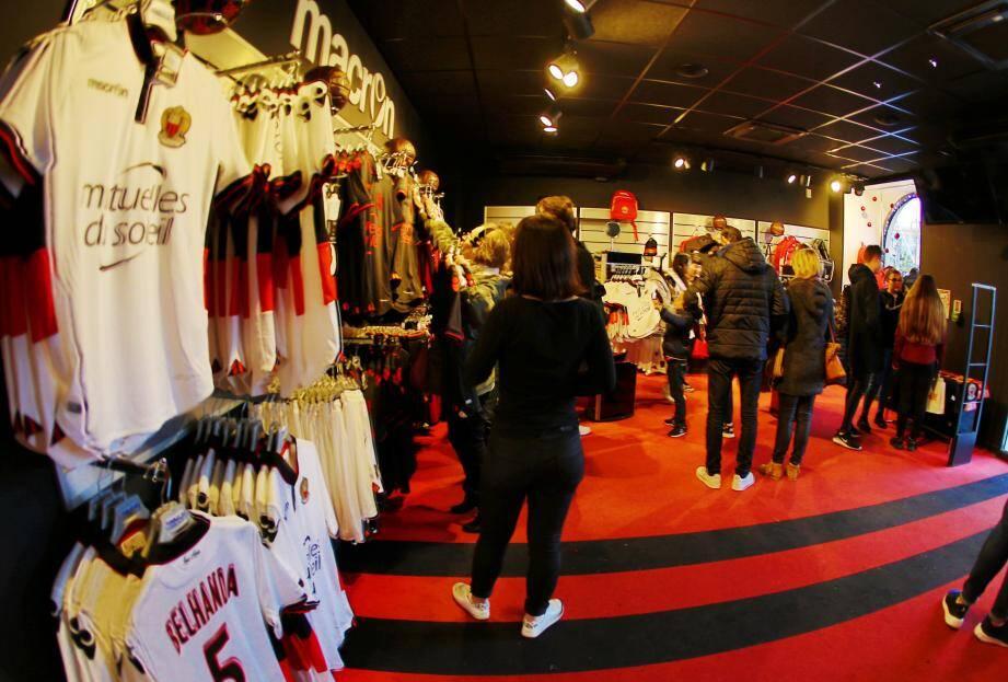 A la boutique, place Masséna, les maillots du Gym partent à vitesse grand V.
