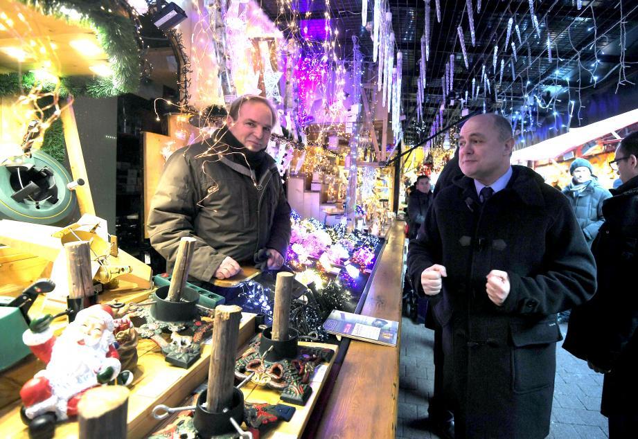 Le ministre de l'Intérieur, Bruno Le Roux a jugé, hier, satisfaisant l'imposant  dispositif de sécurité mis en place pour le marché de Noël à Strasbourg.