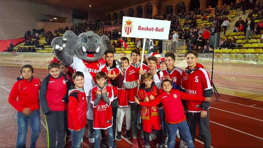 De gauche à droite : Iordan, Aureliano, Vitor, David (premier rang) - Stefan, Ricardo, Ahmed, Jonathan  et Jean-Claude Haddad (deuxième rang).