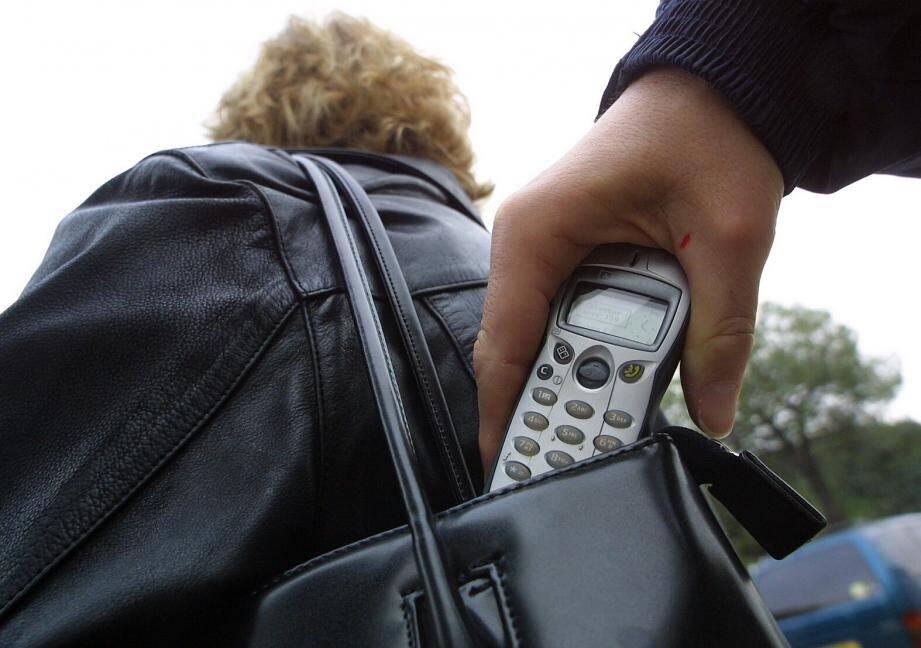 La nounou avait subtilisé le téléphone portable d'un enfant de ses employeurs.