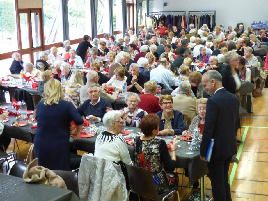 Les plus de 60 ans - ici le repas de Noël des anciens, salle Falcoz - représentent 29,36 % de la population vençoise.