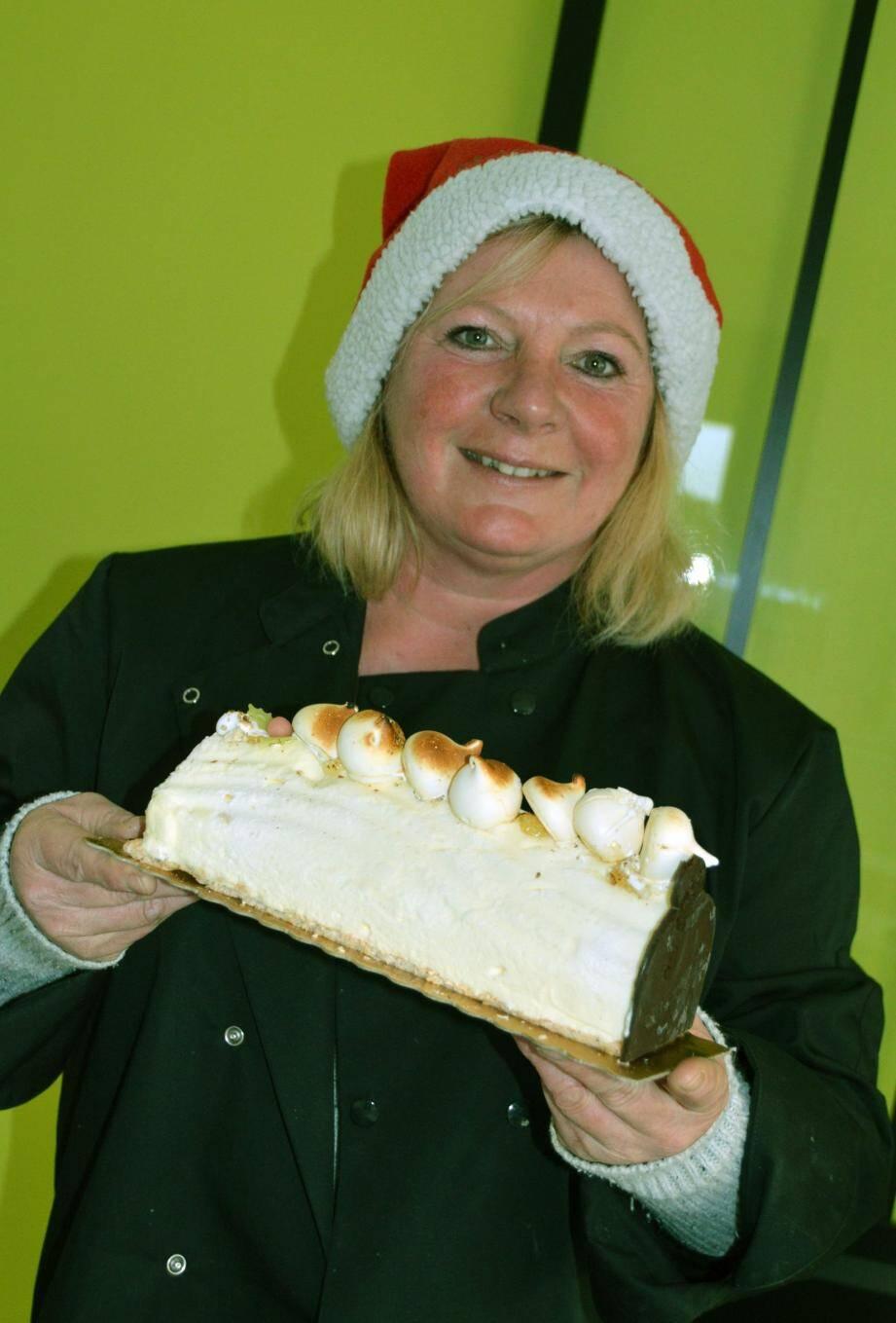 Un goût très fin et de multiples déclinaisons pour la bûche de Noël glacée du bois d'Amon ici présentée par Edith Sellier.