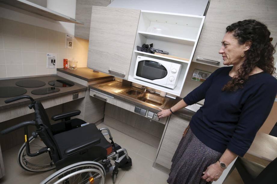 Patients et citoyens peuvent venir tester, expérimenter et participer à améliorer les dispositifs innovants de l'appartement de simulation.