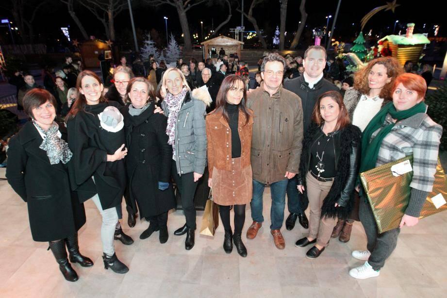 Christel Fabre (photo de droite), du magasin La Fille en C a remporté le prix de la meilleure vitrine de Noël. Fort de son succès, le concours des commerçants fera son retour pour les Voiles d'Antibes.