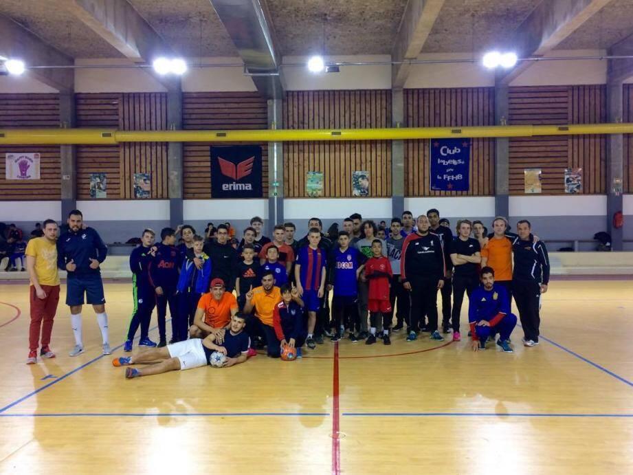 Une centaine de joueurs sont venus participer à ce tournoi du futsal organisé par la ville de Carros.