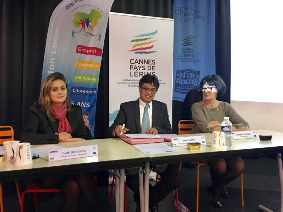 De gauche à droite Julie Benichou représentant la Mission locale, Maclou Rigobert représentant la CPAM et Hélène Garnesson représentant la Carsat.