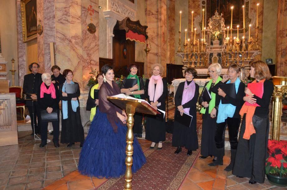 Accompagnée de la chorale Saint-Michel qu'elle dirige désormais, de Silvano Rodi, l'organiste de l'église Sainte-Dévote (Monaco), et de François Dujardin, aux tambourin et galoubet, Barbara Moriani a illuminé le concert de Noël.