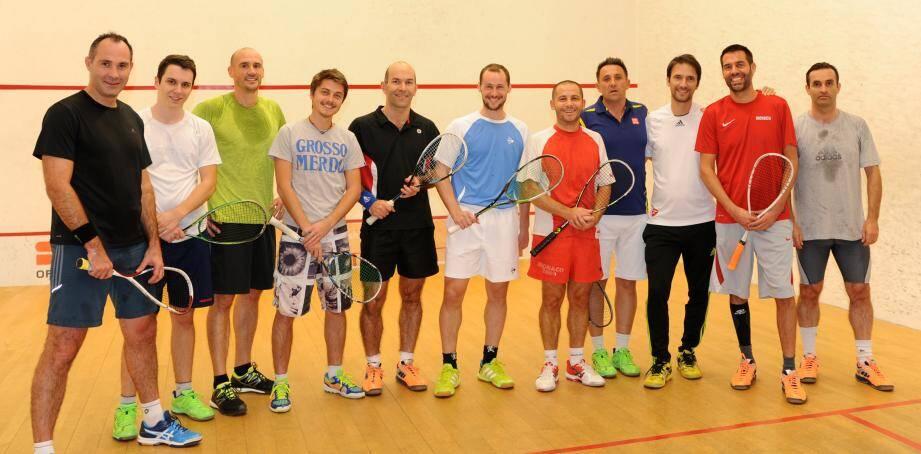 Les joueurs monégasques de l'équipe de squash avec le champion Grégory Gaultier.(DR)