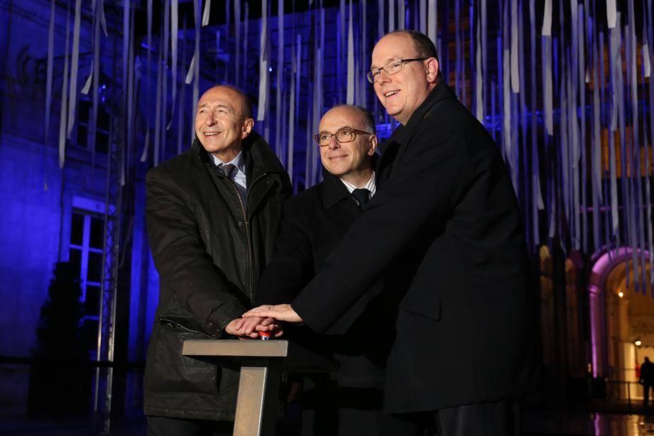 Le 8 décembre dernier, à l'occasion de la signature du partenariat, le prince Albert II a donné le coup d'envoi de la Fête des Lumières à Lyon, en compagnie du Premier ministre français Bernard Cazeneuve et du sénateur-maire de Lyon Gérard Collomb.(DR)