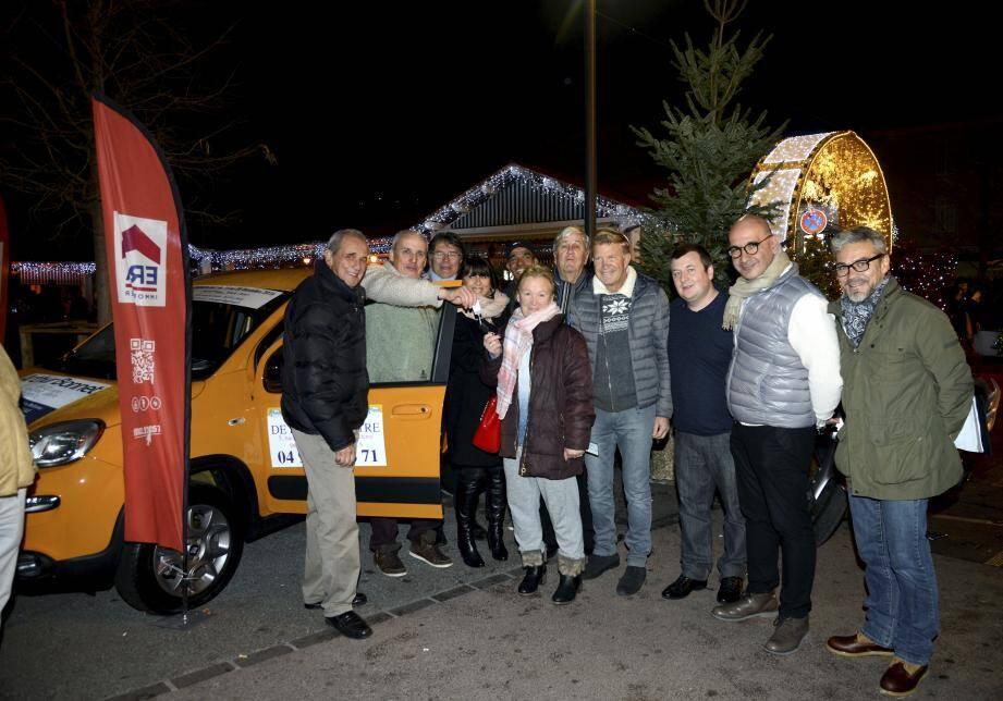 Mercredi avait lieu, sur une place du marché noire de monde, le tirage au sort de la tombola de la quinzaine commerciale de La Bocca. C'est Anne-Marie Do Carmo Moreira Capela qui a remporté le gros lot : une Fiat Panda orange offerte par les membres de l'UBACI.