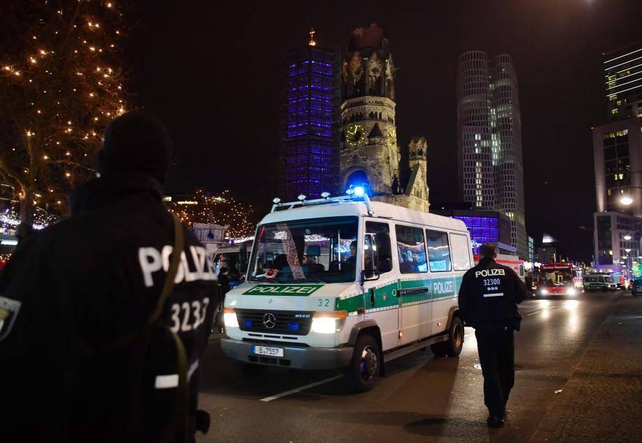Les policiers ont arrêté l'un des assaillants.