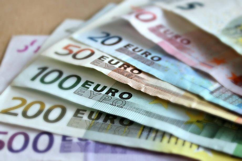 Des billets en euro.