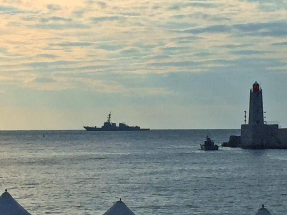 L'USS Nitze au large de Villefranche.