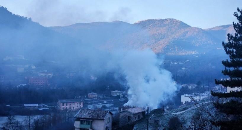 La fumée dégagée par l'incendie ce jeudi matin.