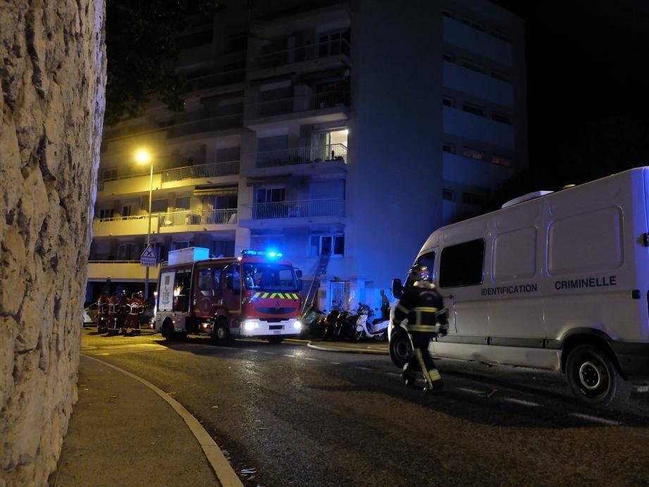 Un important dispositif a été déployé, mardi soir, sur les lieux de l'incendie.