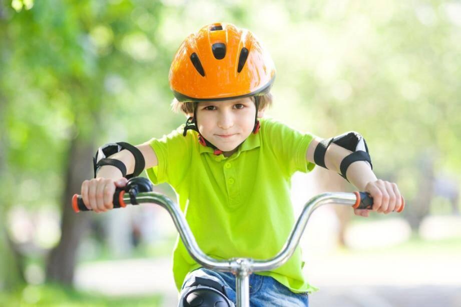 Les enfants devront porter un casque à vélo.