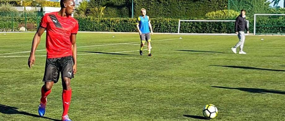 Usain Bolt est venu s'entraîner avec l'équipe de foot de Saint-Jean-Beaulieu ce vendredi matin.