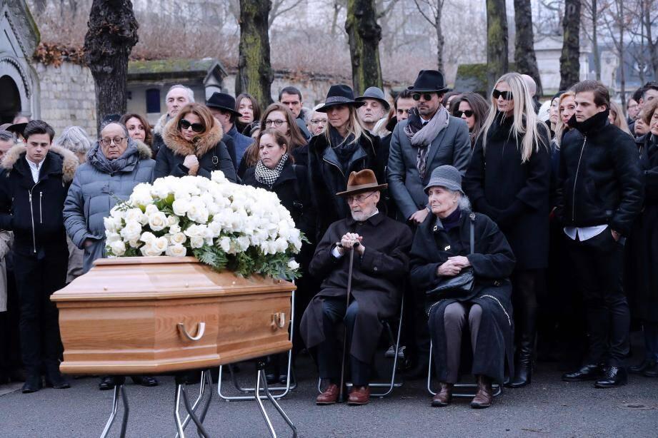 Beaucoup de monde était réuni pour un dernier adieu à Michèle Morgan en l'église Saint-Pierre de Neuilly-sur-Seine.