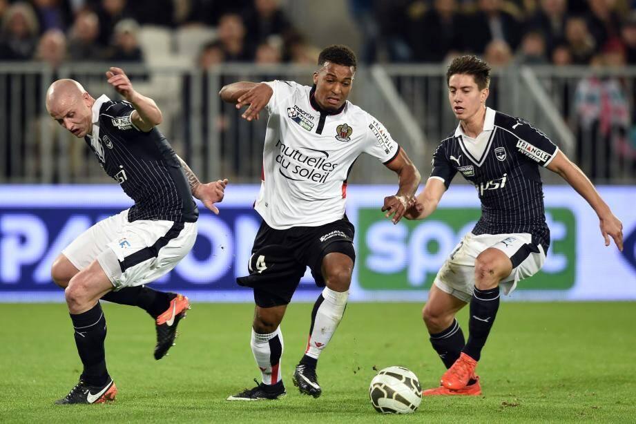 Alassane Plea et les Niçois chutent face à Bordeaux.