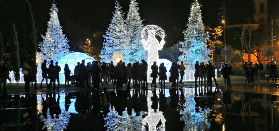 Nice a allumé les illuminations de Noël.