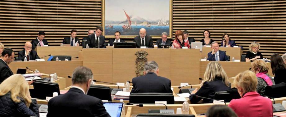Majorité et opposition se sont affrontés lundi en conseil municipal sur la fiscalité locale.