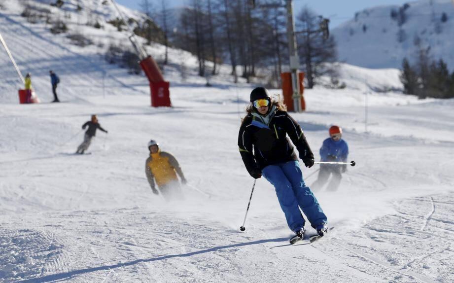 Après Auron et Isola 2000 (ici) Valberg ouvre partiellement son domaine skiable samedi 17 décembre.