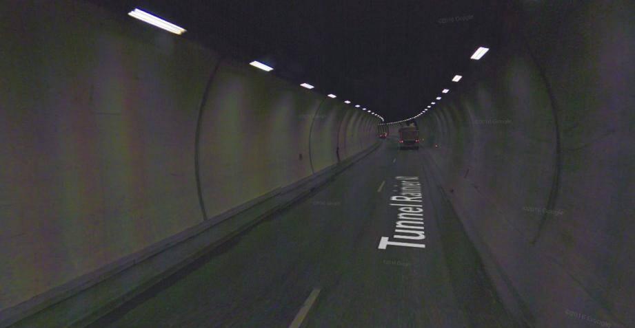 Il roulait à contresens dans le tunnel!