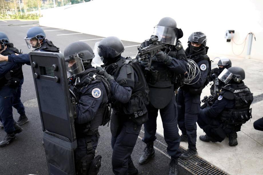 Des gendarmes de l'antenne GIGN d'Orange