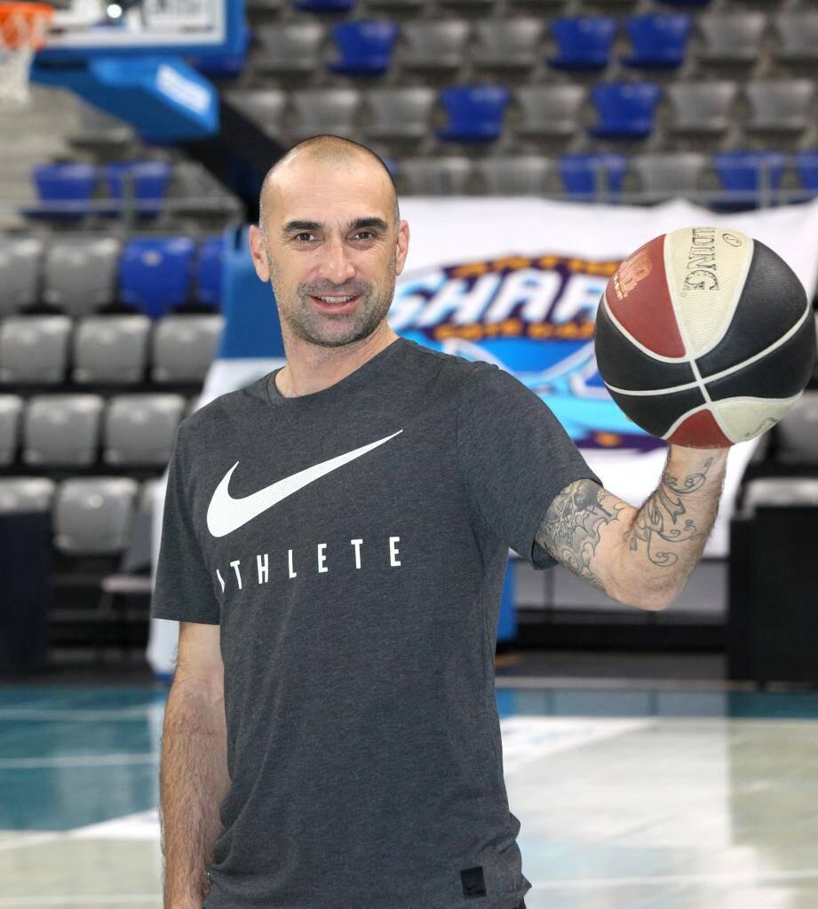 Au pied ou dans la main, le ballon a toujours tourné rond pour Jérôme Alonzo.