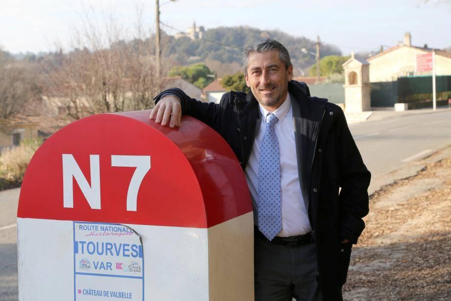 Jean-Michel Constans, l'homme qui « embouteille » délibérément Tourves tous les deux ans, rêve que sa commune soit sous les feux de la rampe le temps de l'Exposition universelle 2025.