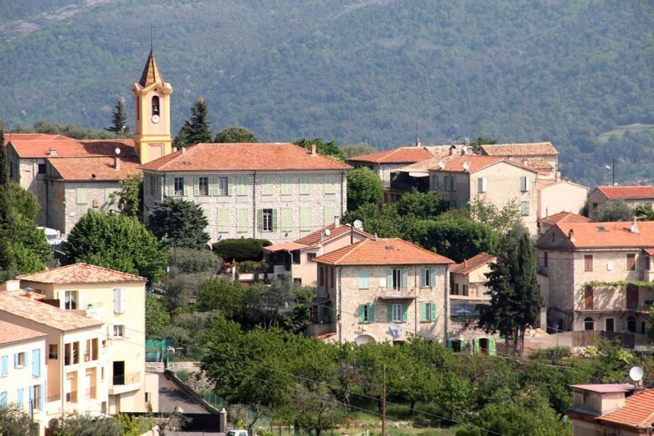 C'est à Châteauneuf-Villevieille, au-dessus de Contes, sur les hauteurs de Nice, que deux victimes  des violeurs ont été abandonnées.