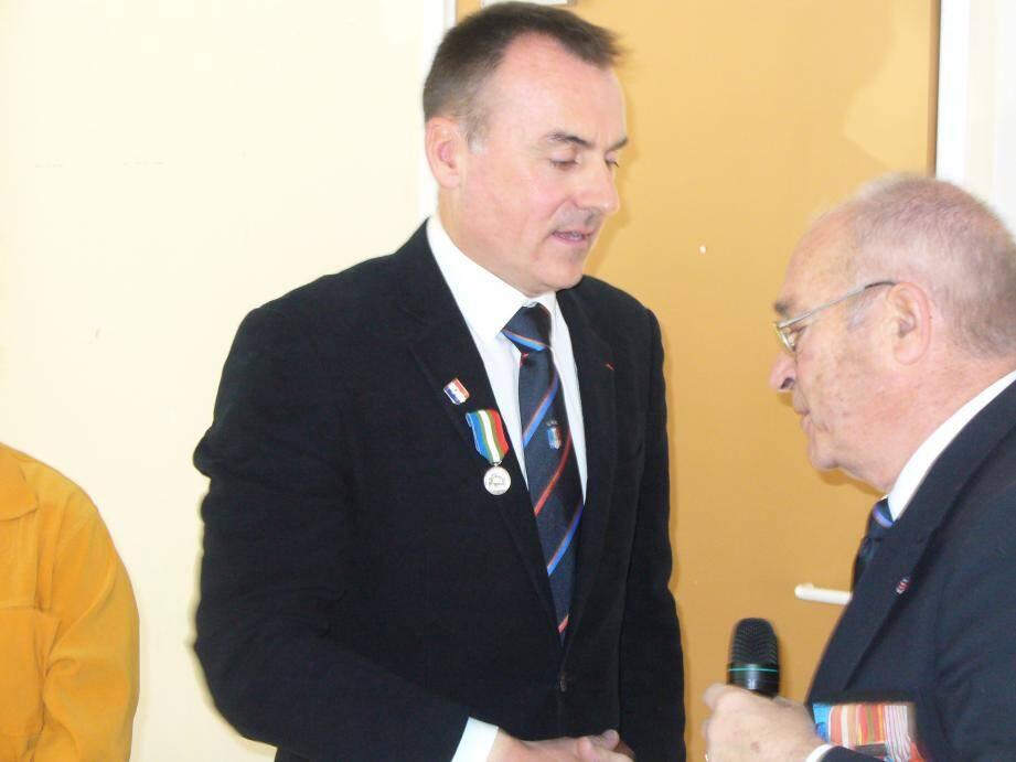 le président départemental Lucien Gendrot à décoré Jean-Eric André de la médaille UNC, et rappelé que le congrès départemental se déroulera le 18 février à Brignoles.