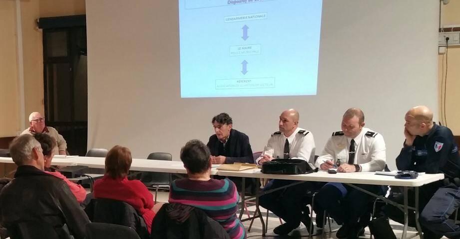 (De g. à d.) Le maire Nello Broglio, le Lt. Oudin de la gendarmerie et, tout à droite, Frédéric Bach, responsable de la Police municipale adréchoise.